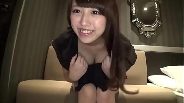 19歳の美巨乳パイパン女子大生とラブSEX女優名不明