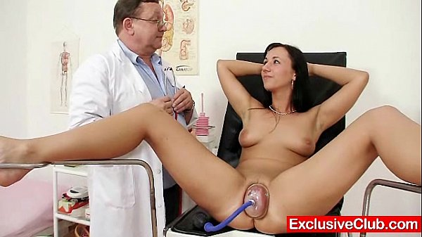 Аккуратная киска у гинеколога видео