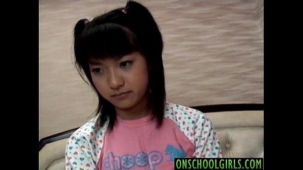 【無修正】いたいけな童顔美少女の生々しいフェラチオ!これヤバたん|の無料エロ動画