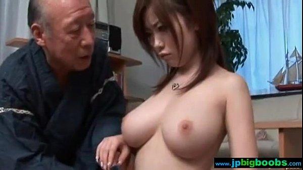 【浜崎リオ】巨乳人妻がおじいちゃんに胸を揉みしだかれて感じる