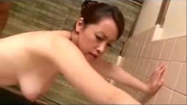 XVIDEO 巨乳熟女とお風呂場でセックス1