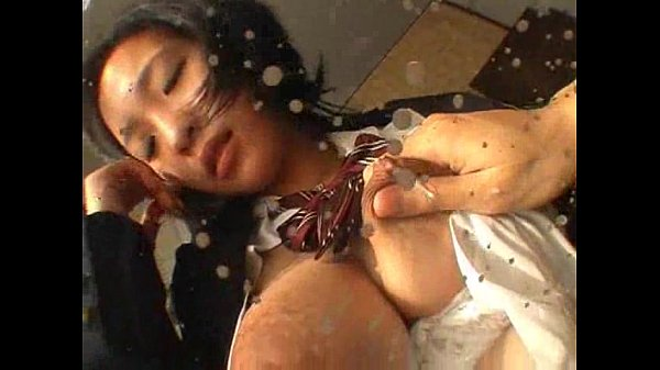 【奥山はるか(望月詩織】童顔の乳がパンパンに張った爆乳制服JKに乳首摘まんで搾乳し感じる姿がくそエロい!