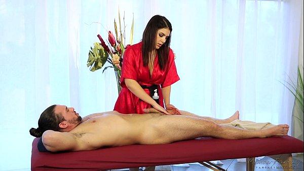 Valentina Nappi fazendo massagem erótica