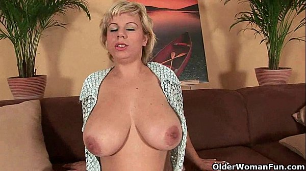 Soccer mom works her mature pussy with a dil...