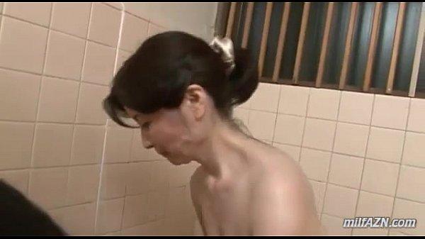 【近親相姦高齢熟女動画】60代美熟女の爆乳母が息子とお風呂に入りギンギンに反り勃つチンポをフェラ奉仕!