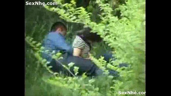 Địt nhau trong công viên – clip sex quay lén 2 bạn trẻ trong công viên