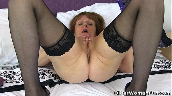 English gilf pandora peels off tights and tastes her pussy 1