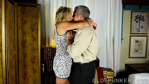 Very sexy mature babe is a super hot fuck...