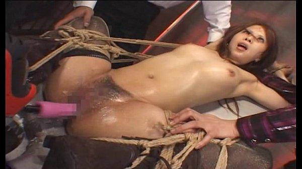 縄でM字緊縛された希咲エマが電マとドリルバイブで性器を刺激され目の焦点が合わないほど絶頂アクメ