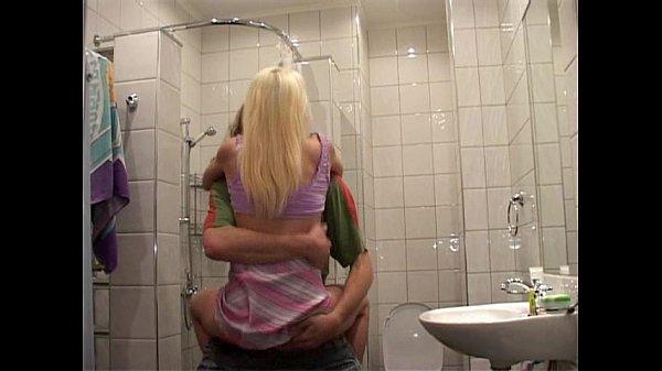 Follando con mi Hermano en el Baño...