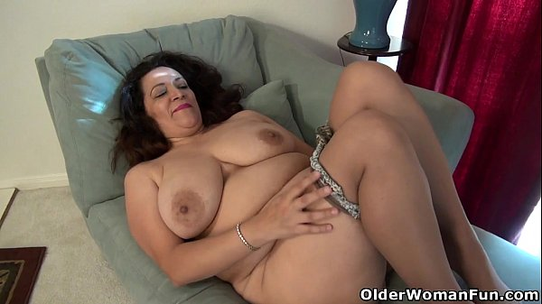 American milf nicolette parsons rubs her hungry cunt 7