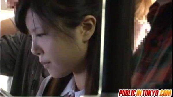 【レイプ】バスに乗っていたロリJKがバックからレイプされる
