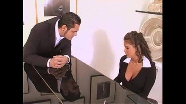 Suruba na secretaria gostosa