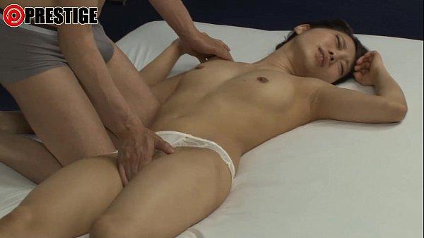 スレンダー美乳美女倉木志乃がポルチオ開発で挿入しただけで痙攣しっぱなし。
