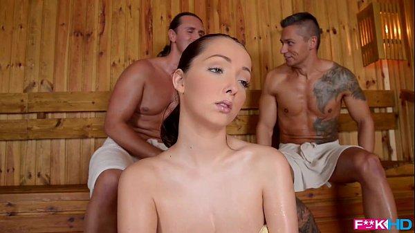 Phim sex Hiếp dâm em người mẫu trong phòng xông hơi