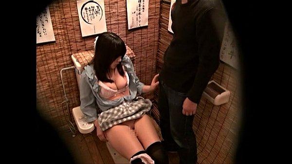 居酒屋で飲みついでにロリ声彼女に便所フェラ射精させる彼氏を盗撮 - 【無料盗撮動画】エクスタ☆