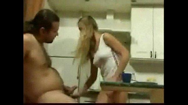 Videos de Sexo Dando a buceta pro padrasto na cozinha