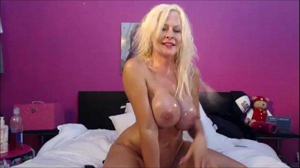 Kelley Cabbana Webcam shows off her Huge tit...