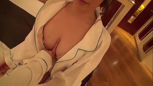 素人の美少女カップルが生々しい百合セックスを魅せつける…
