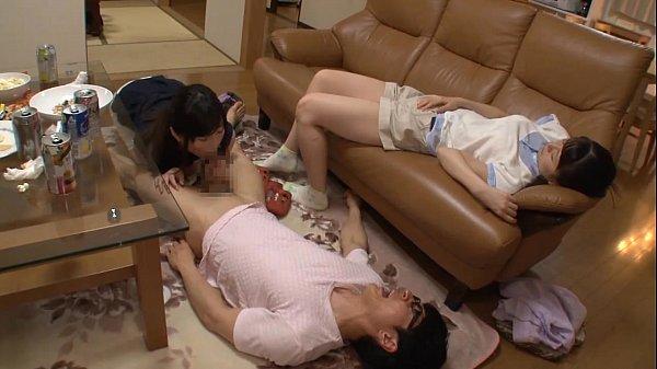 <寝とり>お姉さんが妹の彼氏と自宅でべっとり顔射プレイ