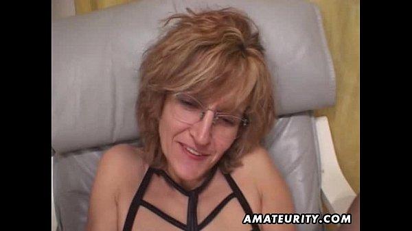 Celebrity boob bounce