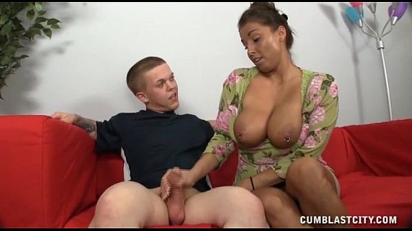 A Busty Milf Get Cumblasted Jerking A Short Guy - XVIDEOS.COM