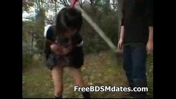 野外で緊縛吊るした制服JKを乳首責め・手マン・陵辱プレイ!【SM動画】