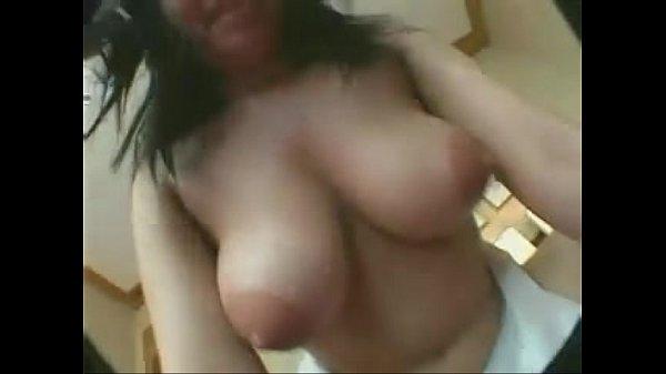 巨乳人妻が欲求不満で股を開いて乱れる