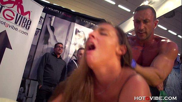 Phim sex hiếp dâm nơi công cộng mà đéo ai ngăn cãn