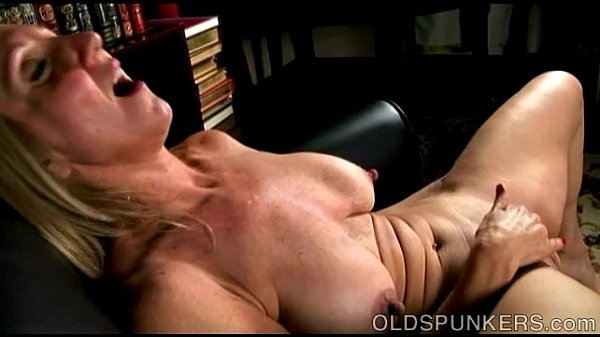 Old blonde woman Jenna Covelli fingering her mature pussy