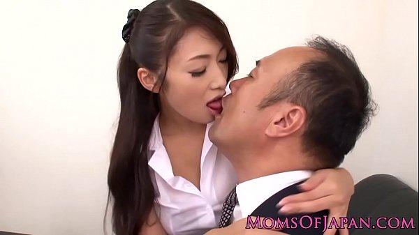 【女教師】校長に服装の乱れを指摘された痴女教師がセックスで懐柔し始めるw
