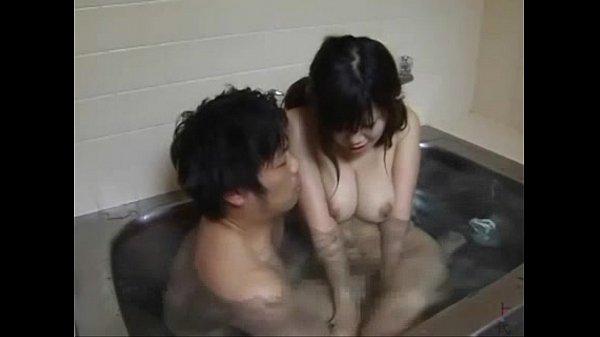 妹の身体が発達してきているので一緒にお風呂に入って確認する兄