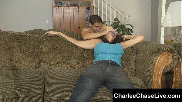 クロロなんちゃら的な物で巨乳熟女を眠らせ拘束し足をくすぐりながらの強制足コキ!『チャーリー・チェイス Charlee・Chase』