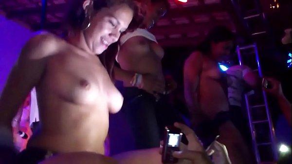 videos de Porno Acordou namorado pra foder no meio da noite