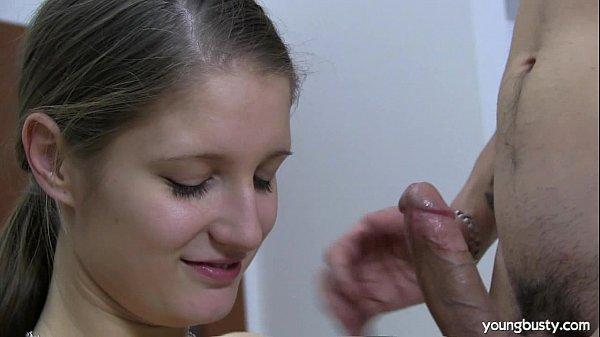 Imagen video Guapa joven se pone a manosear la verga de su vato y terminan follando como putos locos