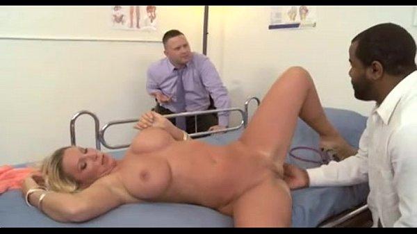 порно доктор трахнул мужа