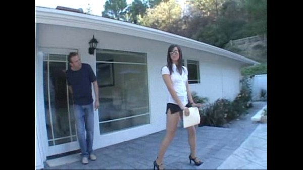 Bobbi Starr Real Estate Agent Closing the De...