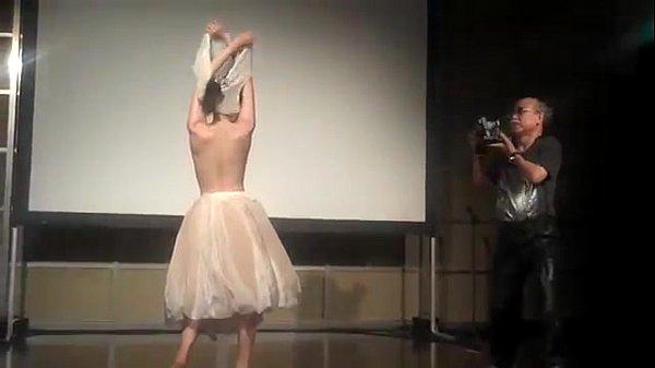 これは、珍しい。荒木カメラマンの撮影風景!裸のバレリーナのエロ!fromeroticjpclub