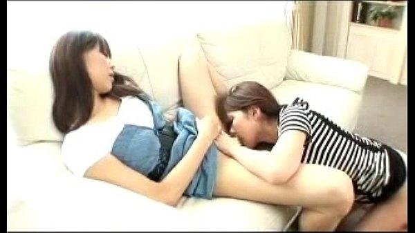 妹のことが大好きなレズお姉ちゃんが妹マンに吸い付いてクンニする