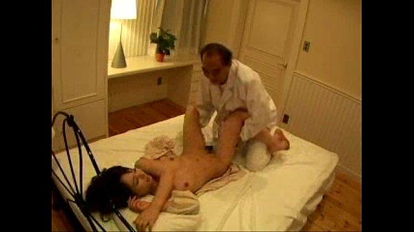 【新井エリー】美人なハーフ美女がマッサ師のエロ施術にフェラで逆襲
