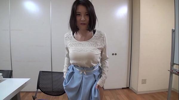 「♥パンツをプレゼントしたいと思います♪」脱いだパンツを真空パックする美少女の誘惑責め!(松岡ちな)【痴女無料動画】