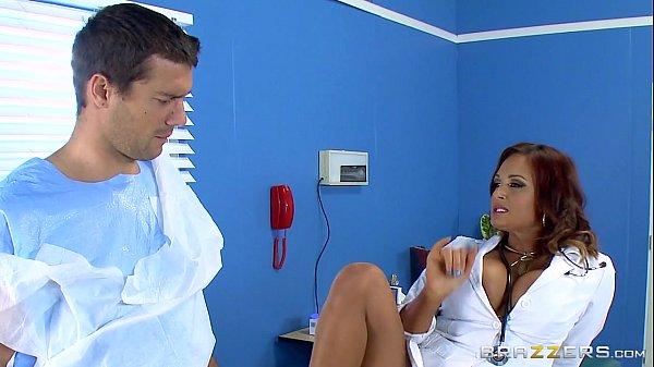 Doctora fututa in cur de pacientul ei
