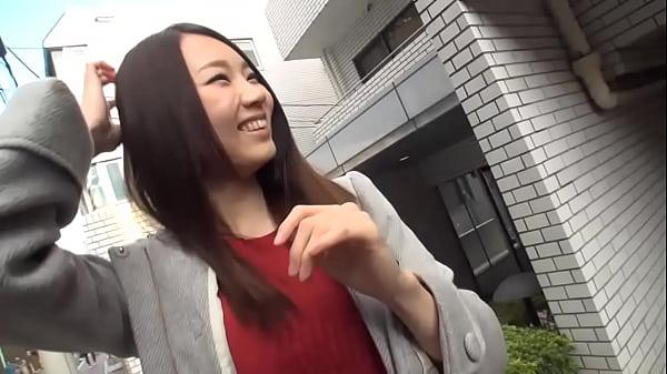 近所でナンパしたスレンダー美女を自宅へ連れ込みハメ撮りした映像