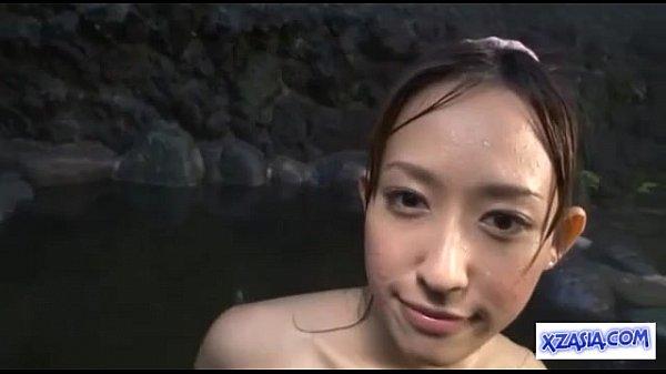 可愛らしさの中にエロさをもったスレンダーお姉さんと露天風呂で露出SEX素人|イクイクXVIDEOS日本人無料エロ動画まとめ