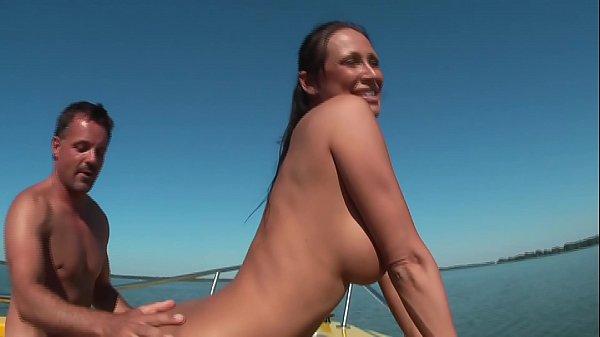 Barbat Cu Bani Fute O Tanara Pe Un Yacht Super Smecher