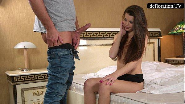 Novinha virgem fazendo sexo com padrasto bem dotado