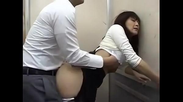 nữ nhân viên bị sếp đụ trong văn phòng