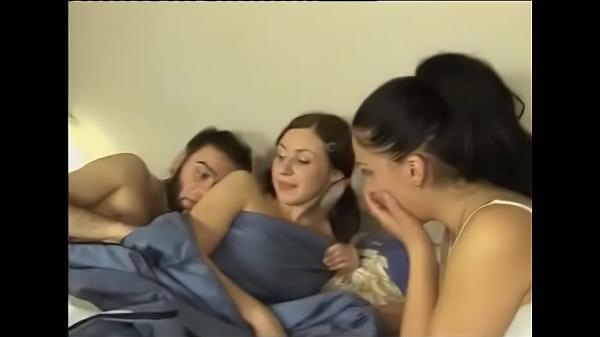 videos de Porno Filme de sexo com careca tarado fudendo duas gostosas