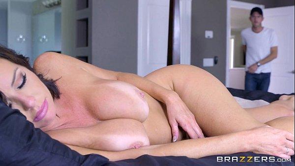 7 min Mommy were sleeping while I m masturbating www.brazzers.com