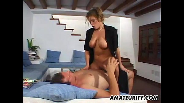 Busty amateur girlfriend home action with cu...